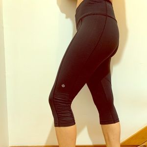 Size 6 Lululemon work out cropped pants